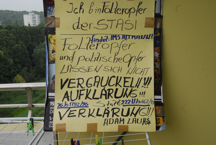Mit diesen selbstangefertigtem Transparent empfing ich den 11. Deutschen Bundespräsident nach seiner Wahl. Als er das Plakat sah flüchtete er nach 21 Sekunden.